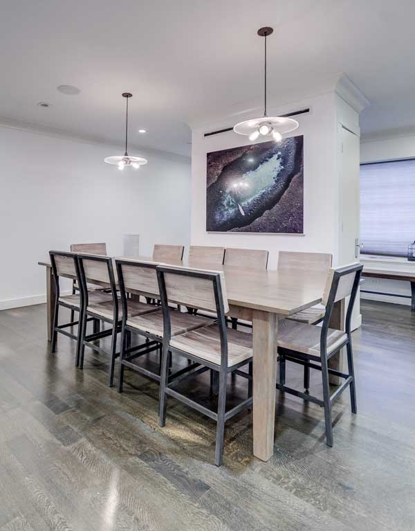 Avenues dining table
